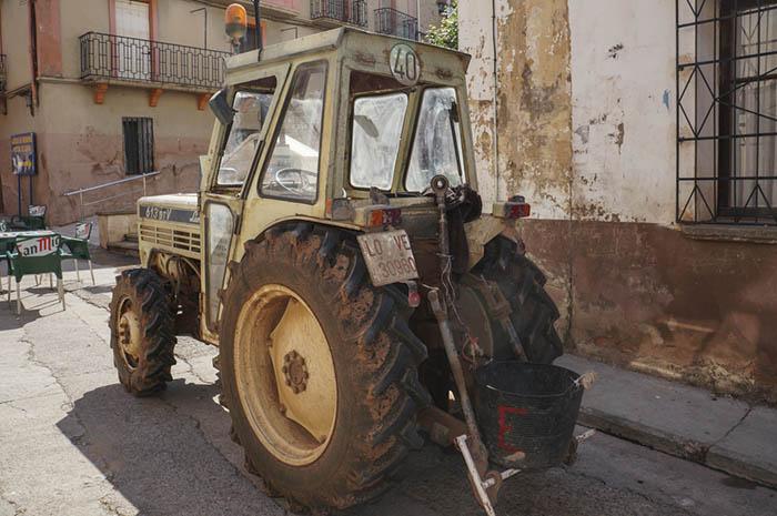 Azofra, Camino de Santiago, lamborghini LOVE tractor
